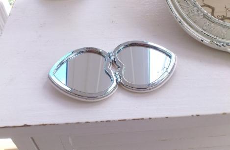shibona wohnaccessoires naturkosmetik mehr klappspiegel herz spiegel taschenspiegel. Black Bedroom Furniture Sets. Home Design Ideas