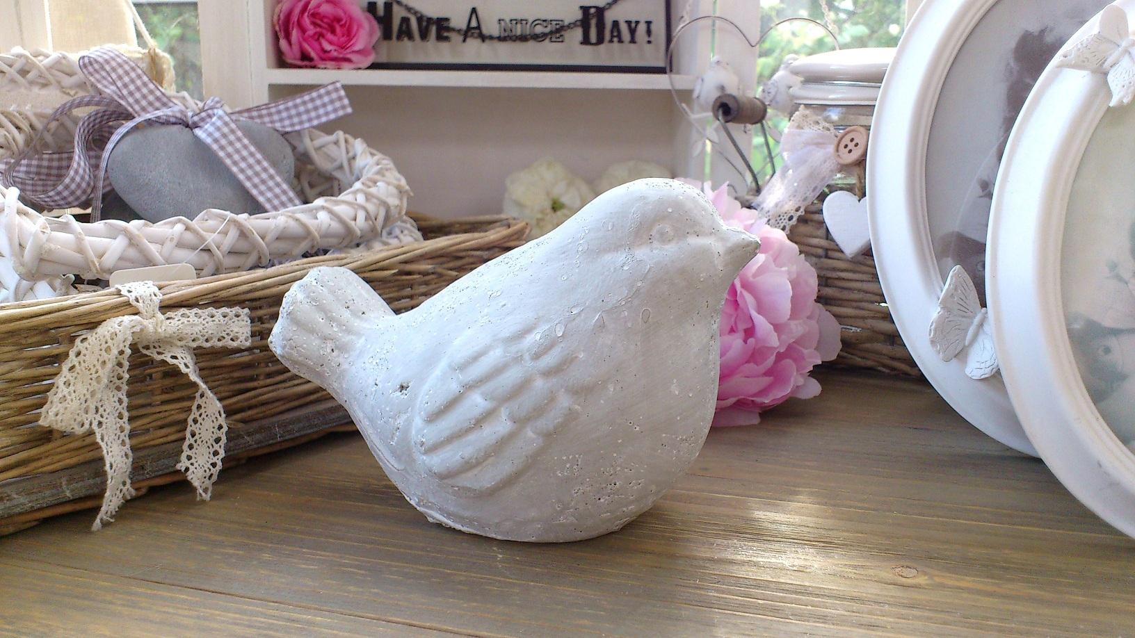 Shibona wohnaccessoires naturkosmetik mehr steinvogel sitzend dekovogel gartenfigur for Terracotta gartendekoration